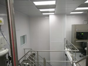 ALUMA1 18' High Cleanroom Wall